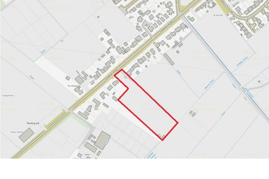 Large Residential Building plot and 2 ½ acre field at rear  Adjacent to 85 Godnow Road Crowle DN17 4EE
